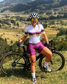 Female Cyclist, Vintage Cycles, Cycling Girls, Fitness Photoshoot, Bicycle Girl, Cycling Workout, Bike Style, Athletic Women, Bicycling