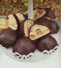 Välkommen till Bakfrossa! Grandma Cookies, Lollipop Candy, Cookie Box, Candy Cookies, Fika, Caramel Apples, Stuffed Mushrooms, Food And Drink, Sweets
