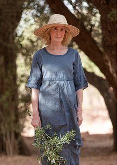 Besticktes Kleid aus Baumwolle 52703-66.jpg