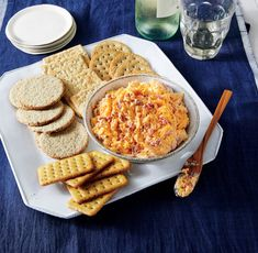 Ward off pre-meal munchies with these Thanksgiving appetizers, like baked brie, stuffed mushrooms, or a delicious dip. Kick off Thanksgiving dinner in style with these simple, light appetizers. No Cook Appetizers, Thanksgiving Appetizers, Christmas Appetizers, Appetizer Dips, Appetizers For Party, Appetizer Recipes, Party Dips, Dip Recipes, Cheese Recipes