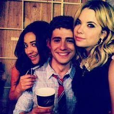 Shay Mitchell (Emily), Julian Morris (Wren) and Ashley Benson (Hanna) on the set of Pretty Little Liars. #PLL