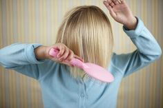 Do corte à lavagem: cuidados com o cabelo infantil