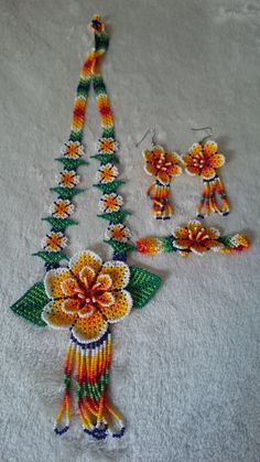 Handmade beaded accessories of the Huichol of Mexico Necklace Perimeter: 60 cm earrings Length (bottom bracket): 7 cm Width: 3 cm Bracelet parts) Beaded Choker, Beaded Earrings, Beaded Jewelry, Beaded Bracelet, Jewelry Necklaces, Huichol Art, Parts Of A Flower, Native American Earrings, Mexican Jewelry
