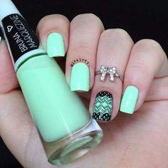 Cream aqua nail art