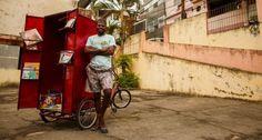 O menino que emprestava livros - Roberto criou uma biblioteca itinerante em favela do Rio e teve apoio de programa que ajuda empreendedores sem recursos