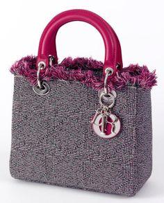 #DIOR Christian Sac à main modèle «Lady Dior» en tweed à motif cannage noir, gris et fushia, poignées en agneau fushia. Saison «Fall 2011». Haut.: 20 cm; Long.: 24 cm; Prof.: 11,5 cm. Avec sa housse et dans sa boîte Dior.  Vendu aux #encheres le 22/10/13 par Audap Mirabaud  #mode #fashion