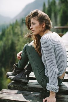 Fall trends | Grey sweater, green skinnies, ankle boots