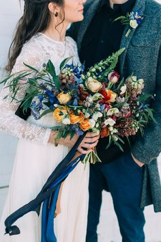 Hosting a winter wedding? You'll need some winter wedding flowers! Here are 23 winter wedding bouquets and tips on how to make your own. Fall Bouquets, Bride Bouquets, Winter Bouquet, Autumn Wedding Bouquet, Wedding Ideias, Autumn Bride, Winter Bride, October Wedding, Trendy Wedding