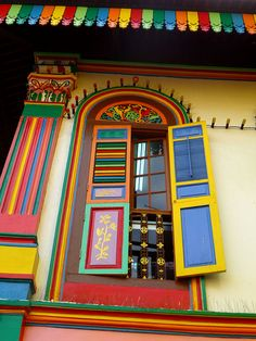 Tan Teng Niah Villa, Little India, Kerbau Road, / Singapour. World Of Color, Color Of Life, Colourful Buildings, Over The Rainbow, Happy Colors, Architecture, Windows And Doors, House Colors, Rainbow Colors