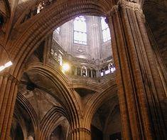 Gótico catalán: interior de la catedral de Barcelona