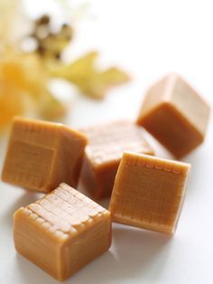 Caramels à l'ancienne - Foods Schmuck Damen Caramel Recipes, Candy Recipes, Sweet Recipes, Gourmet Gifts, Köstliche Desserts, Cake Ingredients, Toffee, Chocolates, Sweet Tooth
