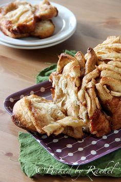 Apple Cinnamon Pull-Apart Bread -