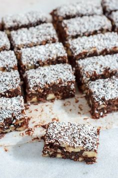 Chocolade dadelwalnotenreepjes met kokos – Food And Drink Coconut Sweet Recipes, Raw Food Recipes, Snack Recipes, Dessert Recipes, Healthy Recipes, Beef Recipes, Easy Recipes, Dinner Recipes, Healthy Cake