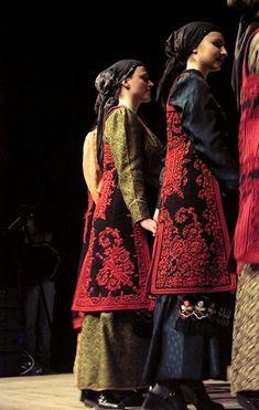 Ζαγορίσιες γυναικείες φορεσιές Greek Clothing, Clothing Ideas, Greek Apparel, Folk Dance, Russian Fashion, Greeks, Albania, Folklore, Costume Design
