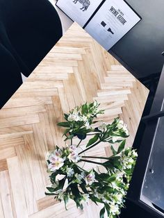 Fiskbensbord – steg för steg | Josefin Lustig | Bloglovin' Dining Furniture, Garden Furniture, Home Furniture, Wooden Table Top, Diy Table, Wooden Diy, Furniture Makeover, Decoration, Diy Projects