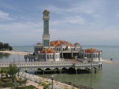 Floating Mosque an der Tanjong Bungah Beach - #Penang #Malaysia