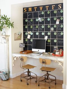 Check Out 23 Chalkboard Paint Home Office Ideas To Transform Your Home. Chalkboard paint was relegated to the walls of the kids' playroom and the kitchen. Chalkboard Wall Calendars, Chalkboard Paint, Chalkboard Drawings, Chalkboard Lettering, Black Chalkboard, Chalk Paint, Home Office Decor, Home Decor, Office Ideas