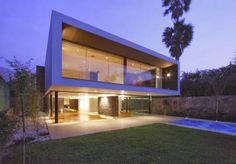 "Arquitectura ""Casa Casuarinas"" / Metropolis http://www.arquitexs.com/2013/12/arquitectura-casa-casuarinas-metropolis.html"