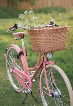 Is it time for a bike ride? love the shabby chic girly pink! maybe a cute kitten in the basket? Velo Vintage, Vintage Stil, Vintage Bicycles, Vintage Love, Vintage Pink, Retro Bicycle, Retro Bikes, Photos Vintage, Dutch Bicycle