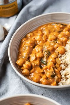 A healthy and simple tomato chickpea curry for easy weekday lunches and dinners to keep you satisfied all winter long. Vegan Friendly.