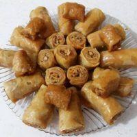 Oklavasız Elde Açma Çıtır Patatesli Börek - Nefis Yemek Tarifleri Pretzel Bites, Pasta, Almond, Bread, Food, Bulgur, Brot, Essen, Almond Joy