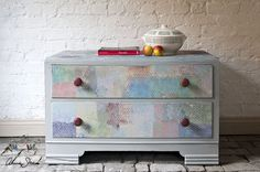 In spired by the famous colour expert century artist Paul Klee, Annie Sloan painted this chest of drawers using many Chalk Paint® colours. The very useful neutral Paris Grey was used as a backdrop for lots of colour. Best Chalk Paint, Gray Chalk Paint, Chalk Paint Projects, Chalk Paint Furniture, Furniture Decor, Paint Ideas, Laminate Furniture, Chalk Painting, Furniture Refinishing