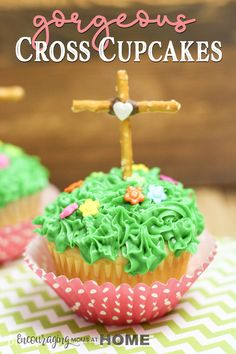 Gorgeous cross cupcakes for Christ-Focused Easter Baking. Perfect for your Resurrection Day celebration! cross Gorgeous cross cupcakes for Christ-Focused Easter Baking. Perfect for your Resurrection Day celebration! Easter Snacks, Easter Treats, Easter Recipes, Easter Desserts, Easter Food, Easter Baking Ideas, Easter Meal Ideas, Easter Stuff, Cupcake Recipes