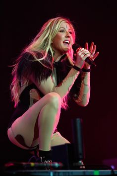 "Snapshot: March 10 - Ellie Goulding - A ""Starry Eyed"" Ellie Goulding digs deep during a performance on March 9 in London"