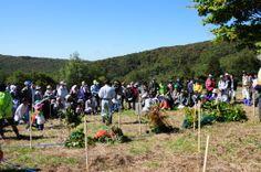 ≪Present Tree in 宮古≫第1回植樹イベント_20121008 苗木の植栽方法の説明。皆さん真剣に聞かれています。