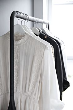 A fully comprehensive guide to your most organized closet and best wardrobe ever! Includes the full step-by-step tutorial and it's all free!