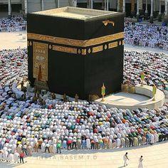 Worshipers performing Salah in Masjid Al-Haram. Masjid Al Haram, Al Masjid An Nabawi, Mecca Masjid, Islamic Wallpaper Hd, Mecca Wallpaper, Hazrat Imam Hussain, Pakistan Wedding, Mekkah, Love In Islam