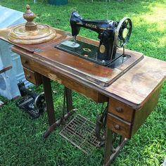 When I hit a flea market I shoot most of the sewing-related items I see. A select few come home with me but it's great fun to inspect them all. This Singer in a cabinet was $50 but the older machine on the ground is the one I brought home for $10. #antiquesewingmachine #fleamarket #vintagesewing #vintagequilts #fleamarketfun #fleamarketfinds #vintagequilt #antiques #antiquesewing #antiquequilt #antiquequilts #hqstitch #dianeharris #quilt #quilting #sew #sewing #patchwork #sewingproject…