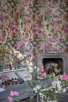 Exquisite and evocative tulips on a grand scale feature in this beautiful floral wallpaper design, to coordinate with our Tulipa Stellata fabric.