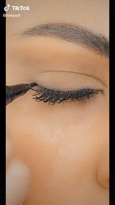 Eyeliner Make-up, Eyeliner Hacks, Eyebrow Makeup, Eyeshadow Makeup, Makeup Eyes, Wing Tip Eyeliner, Eyeliner For Almond Eyes, Emo Makeup, Natural Eyeliner