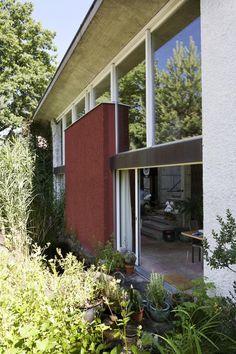 Modernist Gochkausen House in Zurich by Edward Neuenschwander