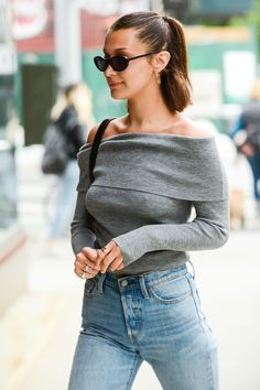 Bella Hadid, Off-Duty shoulder-length Hair