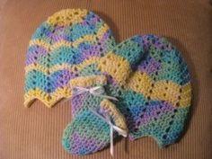 Baby Ripple Hat and mittens – Crochet Pattern Baby Hat And Mittens, Crochet Baby Mittens, Crochet Baby Blanket Beginner, Newborn Crochet, Baby Knitting, Baby Beanies, Crochet Ripple, Crochet Cap, Crochet Bebe