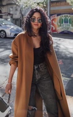 A while ago the camel coat was the favorite coat fashion wore.Because, seriously, a camel coat is exactly what we needed. Casual Summer Outfits, Fall Winter Outfits, Chic Outfits, Autumn Winter Fashion, Fashion Outfits, Womens Fashion, Fashion Trends, Fashion Mode, Spring Outfits
