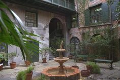 What are the essentials for a New Orleans-style courtyard look? - My postage stamp backyard is in need of a makeover, and I am thinking that a New Orleans-style c Courtyard Restaurant, Courtyard House, Courtyard Ideas, New Orleans Architecture, Architecture Details, Exterior Design, Interior And Exterior, Porch And Terrace, Louisiana Homes