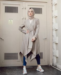 İyakşam❤️ Yoğun geçen günlerin arasından böyle güzel armağanlar insana ne de iyi geliyor ama🌝 En sevdiğim tonlar! Asimetrik kesimi, bana… Modern Hijab Fashion, Hijab Fashion Inspiration, Muslim Fashion, Modest Fashion, Fashion Outfits, Fashion Terms, Casual Hijab Outfit, Hijab Chic, Hijab Dress