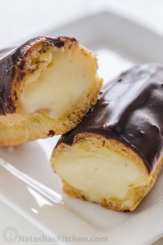 haven't enjoyed an Eclair until you've tried a fresh homemade eclair! Learn how to make Eclairs with choux pastry, pastry cream and chocolate ganache. Donut Recipes, Pastry Recipes, Baking Recipes, Cookie Recipes, Dessert Recipes, Dishes Recipes, Classic Eclair Recipe, Eclair Filling Recipe, Custard Filling