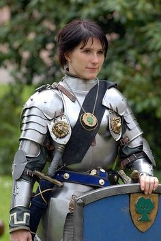 'probably New Averoigne (Principality of) area/region [inmaledress: Alanna von Leuenfels I think we have more Larping here but still. If anyone can fill me in on what is being larped here I would appreciate it. Larp, Female Armor, Female Knight, Lady Knight, Armadura Medieval, Knight In Shining Armor, Knight Armor, Medieval Armor, Medieval Fantasy