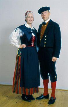 The Lohja folk dresses. Helsinki, Costumes Around The World, Art Populaire, Folk Costume, Europe, Historical Clothing, Traditional Dresses, Men Dress, How To Wear