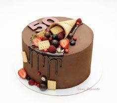 Торт в подарок на Юбилей ...начинка Груша-Карамель (сочный грушевый бисквит с добавлением грецких орехов и корицы, свежая грушка, домашняя карамель и нежный кремчиз) ...покрытие ганаш (шоколад и сливки) ...вес 1,8кг Crazy Cakes, Fancy Cakes, Desserts With Few Ingredients, Candy Birthday Cakes, Chocolate Cake Designs, Cake For Husband, Dessert Presentation, Cake Decorating Designs, Cupcake Cakes