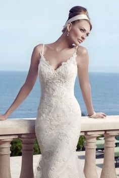 Cheap Trumpet/Mermaid Spaghetti Straps Appliques Sleeveless Tulle Sweep/Brush Train Fitted Wedding Dresses For Sale in London