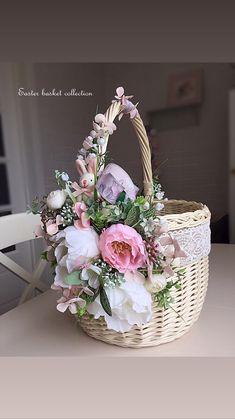 Shabby Chic Crafts, Vintage Crafts, Beautiful Flower Arrangements, Floral Arrangements, Bobble Stitch Crochet, Wedding Gift Baskets, Desi Wedding Decor, Flower Girl Basket, Basket Decoration