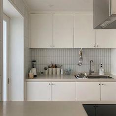 hi_iamnuri님의 인테리어 사진 | 오늘의집 유저들의 집꾸미기 Apartment Kitchen, Home Decor Kitchen, Kitchen Interior, Home Interior Design, Home Kitchens, Kitchen Design, Kitchen Chairs, Kitchen Ideas, Korean Apartment Interior