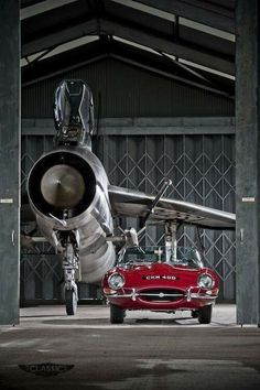 Jaguar E-Type and English Electric Lightning. Awesome Icons of the The Lightning could climb Everest in 2 minutes. The E Type made Enzo Ferrari weep. Jaguar E Type, Jaguar Cars, Land Rover Auto, Hot Rods, Carros Lamborghini, Colani, Auto Retro, Exotic Cars, Cars And Motorcycles
