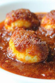 Azie Kitchen: Sambal Tumis Telur Rebus