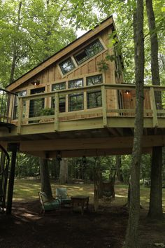 Animal planet cottage in the woods, house in the woods, cabin porches Cool Tree Houses, Bird Houses, Wooden Houses, Cottage In The Woods, House In The Woods, Tree House Plans, Cabin Porches, Tree House Designs, Log Cabin Homes
